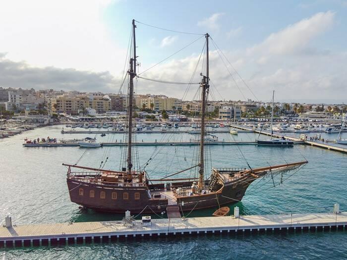 Commercial_Pirate_Ship_Replica