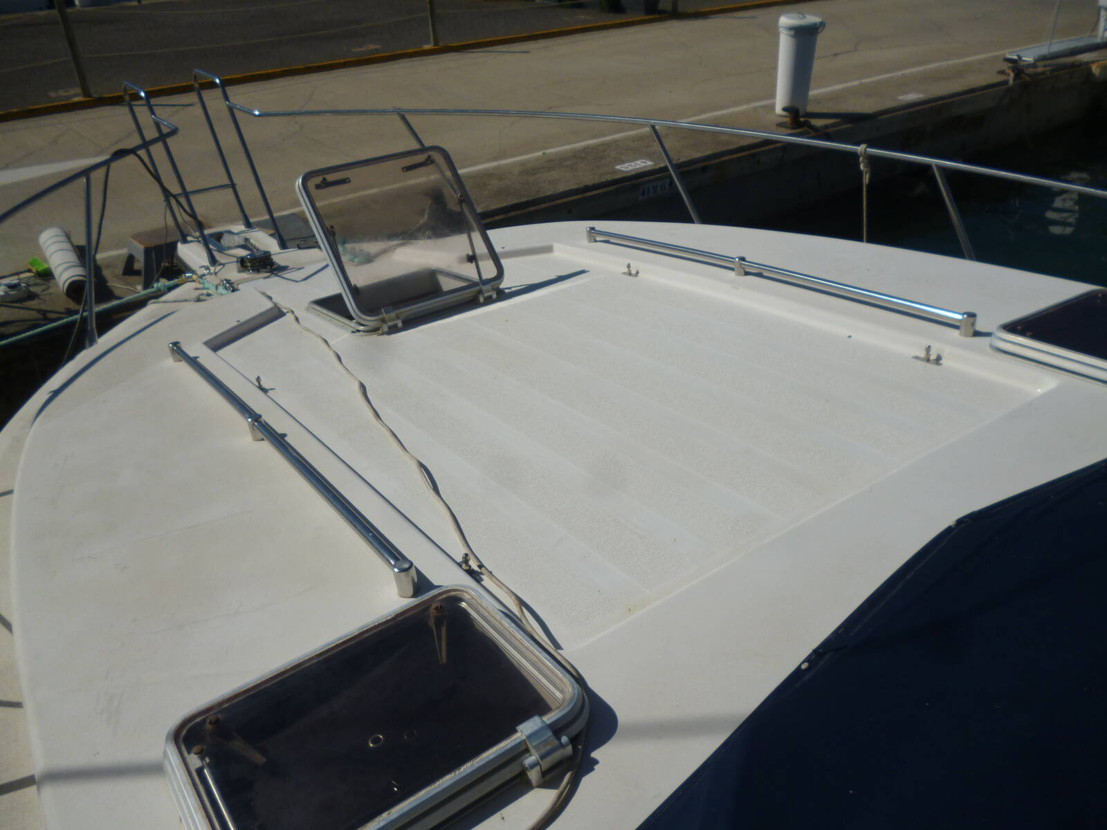 Doqueve 360 Motor Boat for sale in Barcelona bow