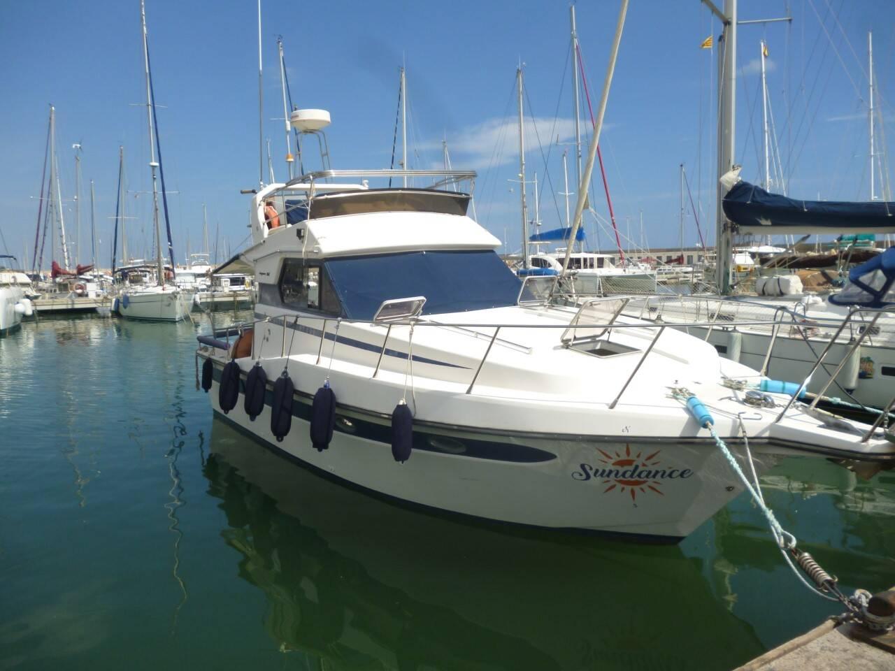 Doqueve 360 Motor Boat for sale in Barcelona lovely boat