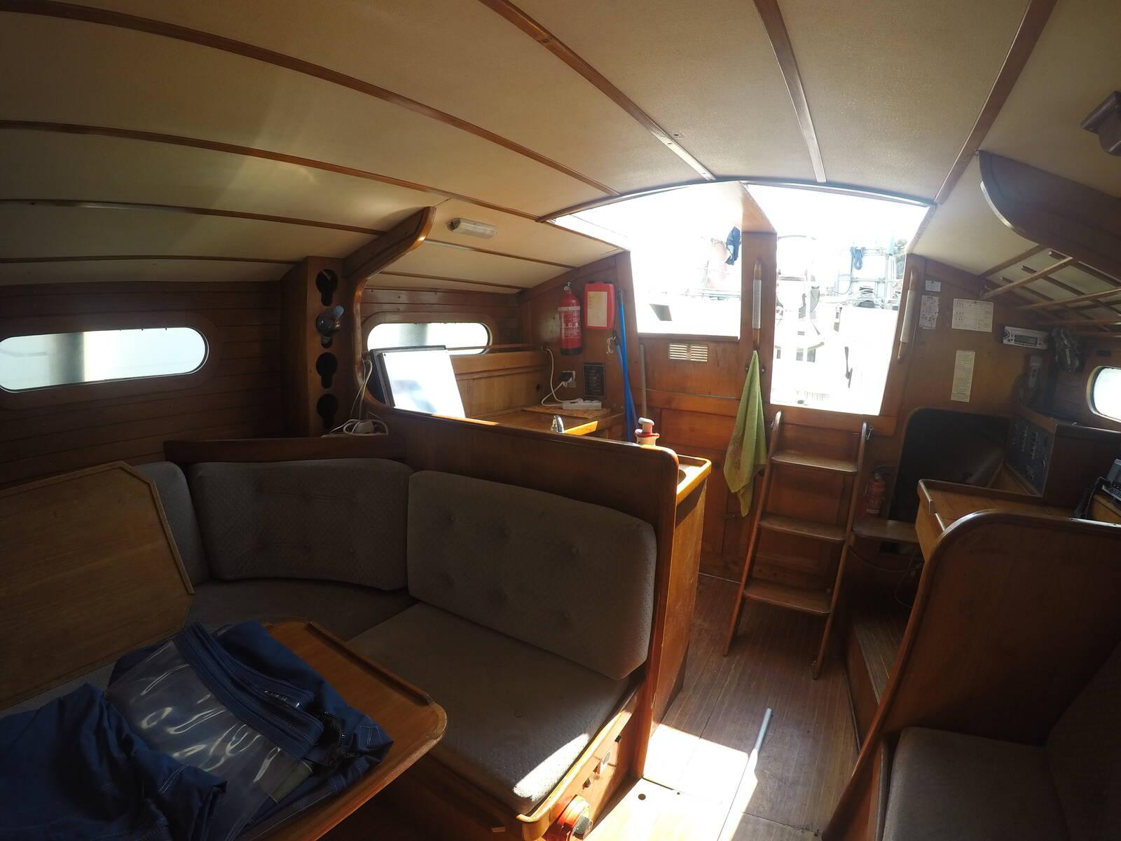 Ansa 42 Sailing Yacht Saloon