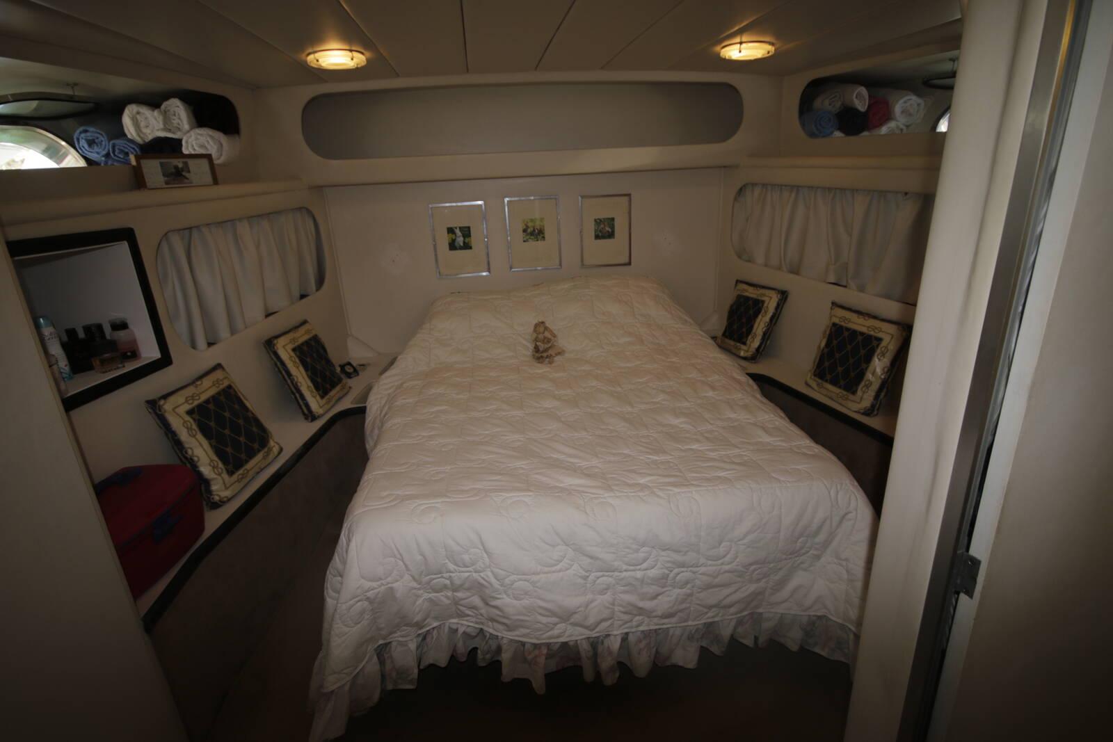 Astondoa 18 M forward cabin