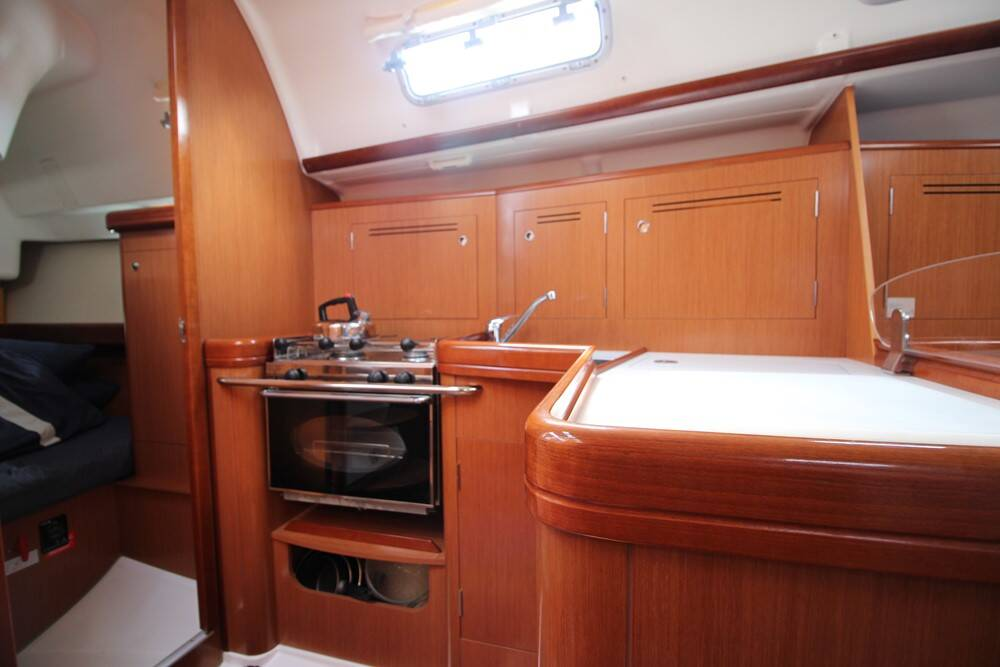Beneteau Oceanis 343 Clipper  Galley