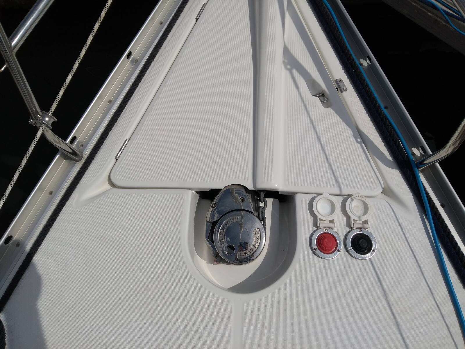 Beneteau Oceanis 343 windlass