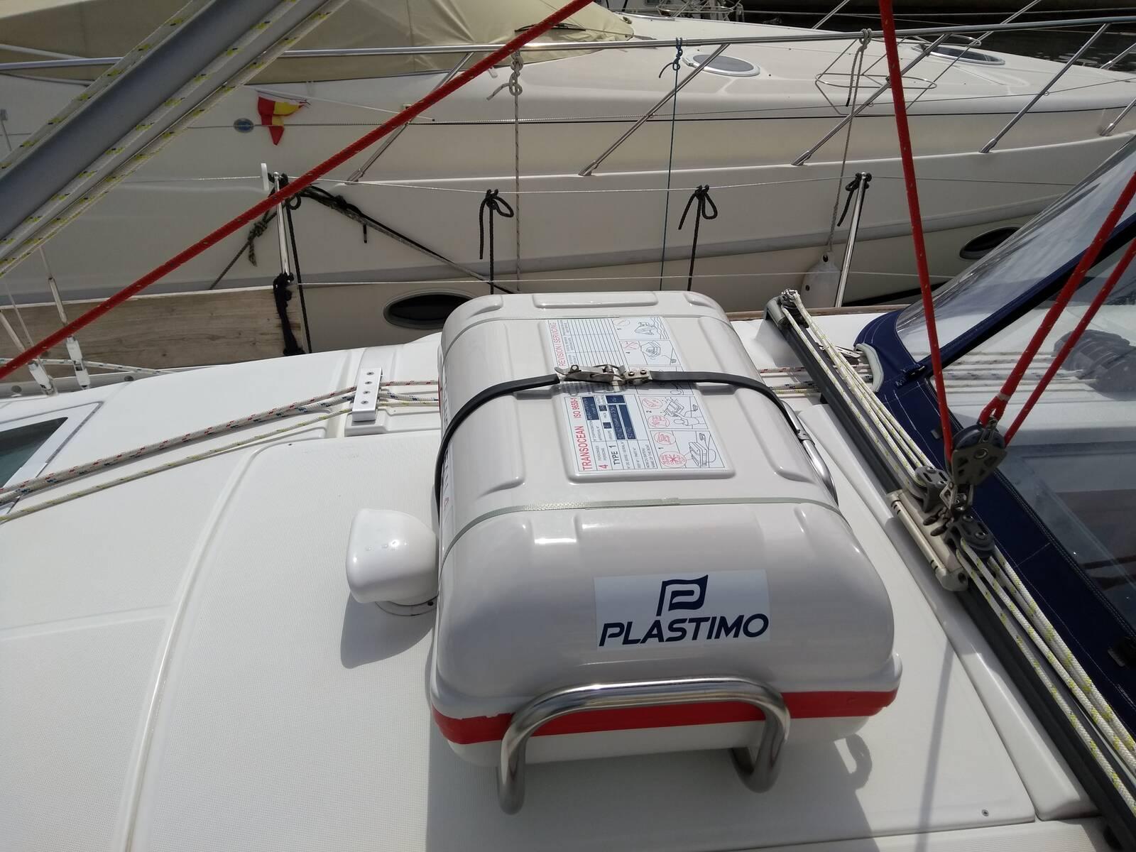 Beneteau Oceanis 343 liferaft