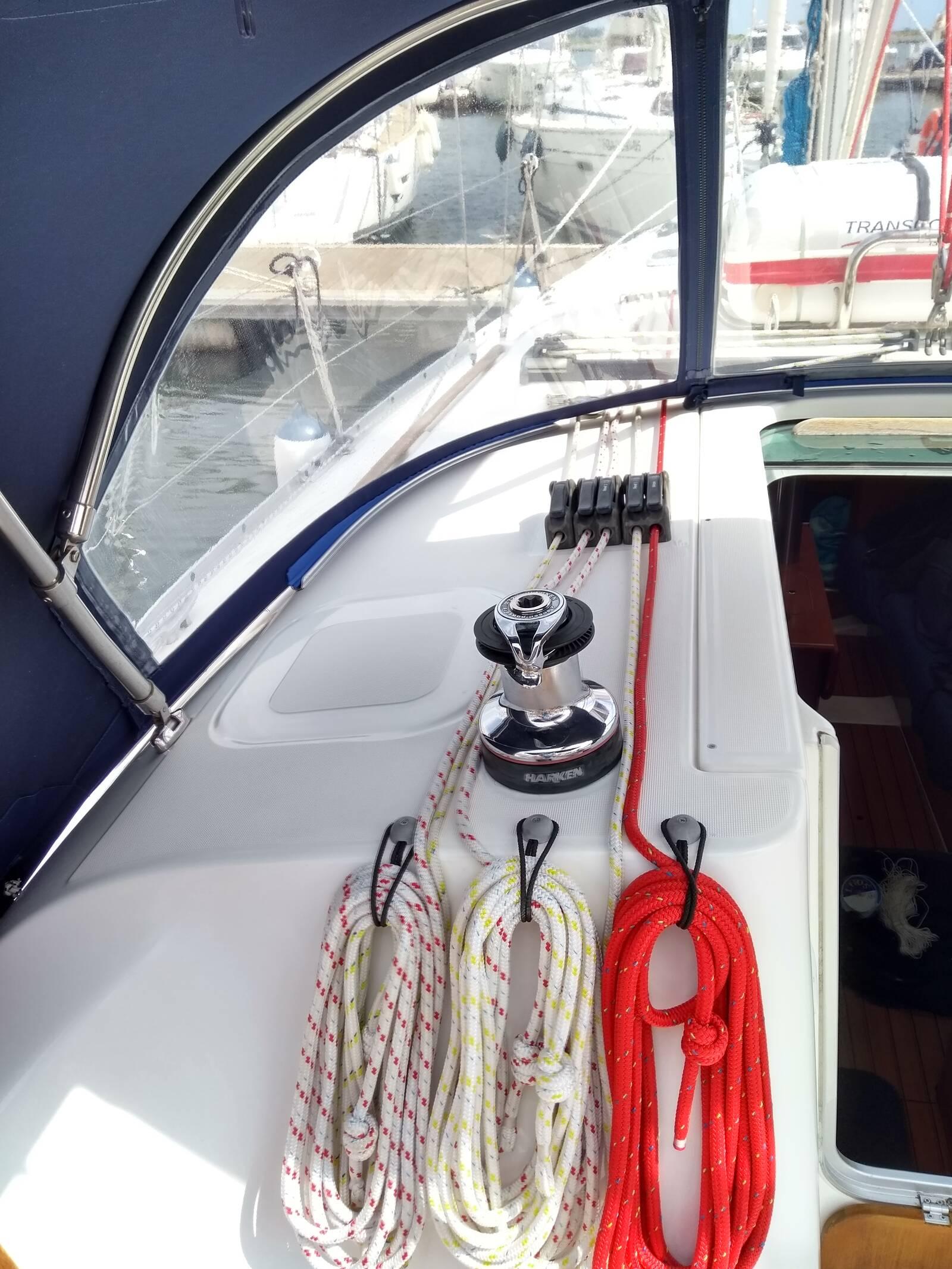 Beneteau Oceanis 343 winches