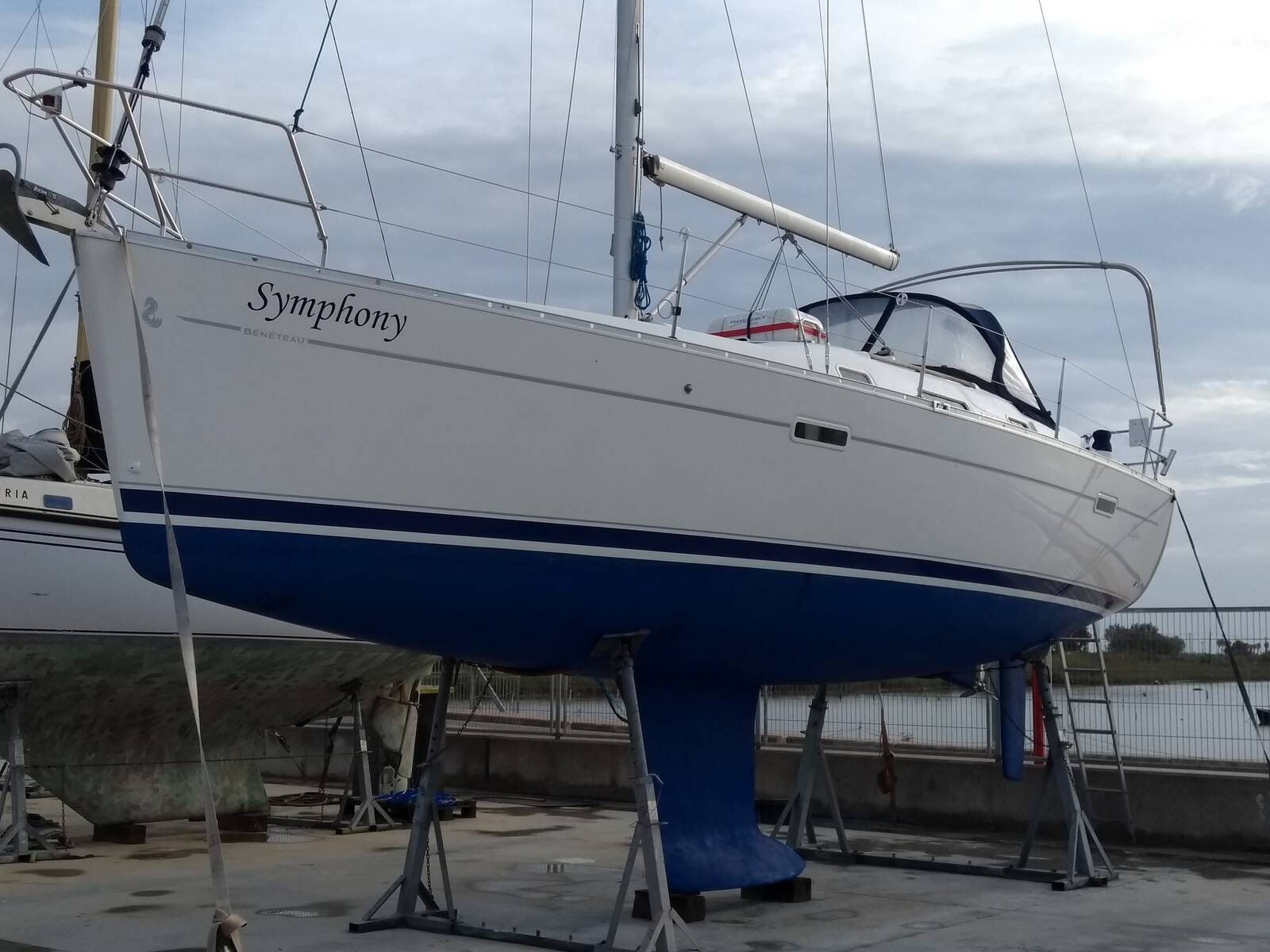 Beneteau Oceanis 343 hull