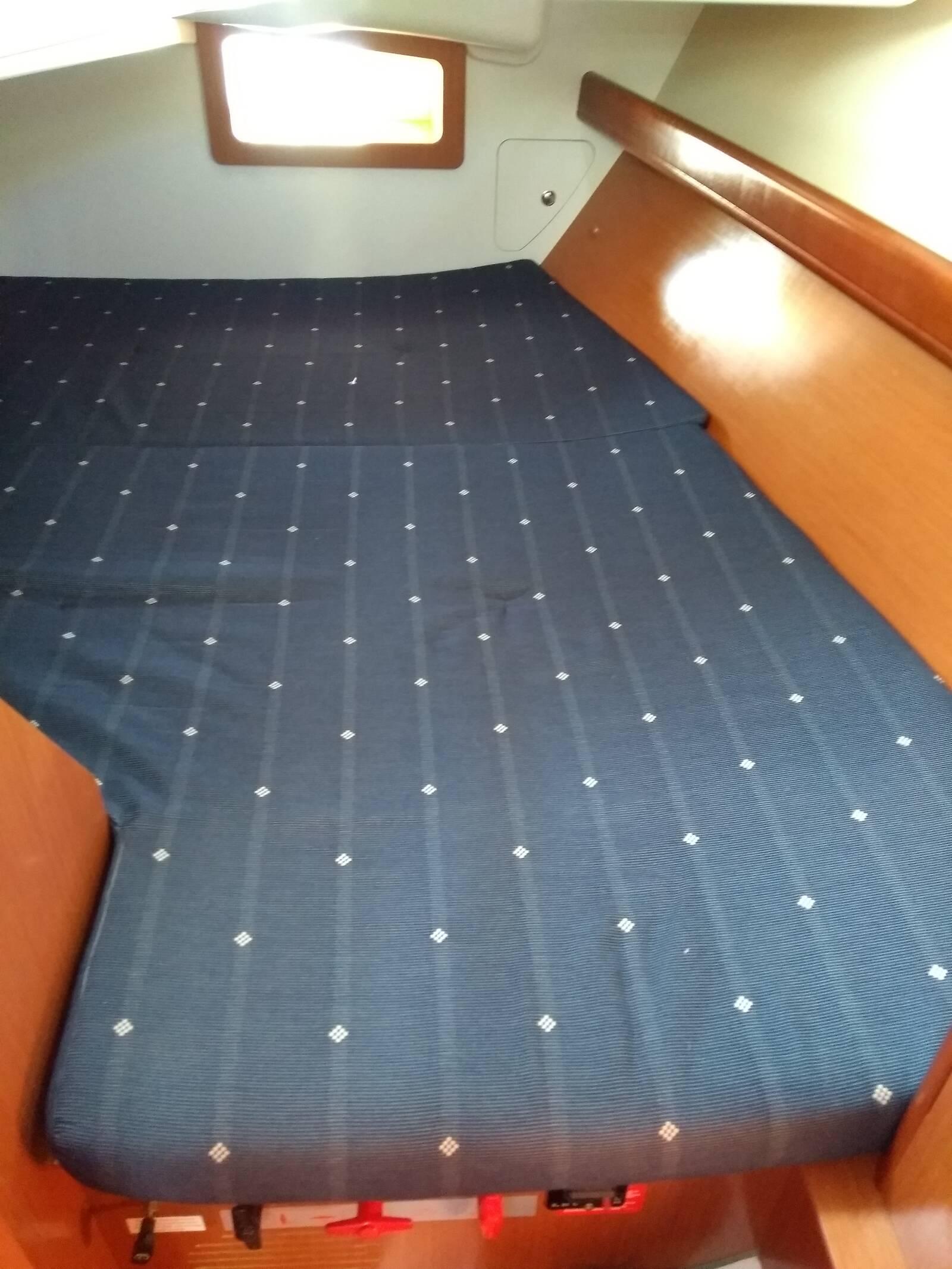 Beneteau Oceanis 343 aft cabin