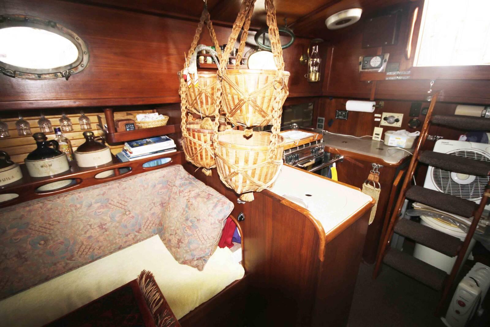 Alajuela 38 Sailing boat long keel boat galey baskets