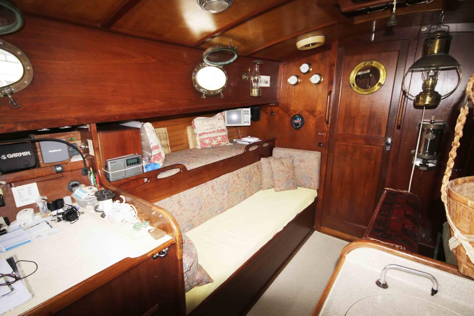 Alajuela 38 Sailing boat long keelboat saloon