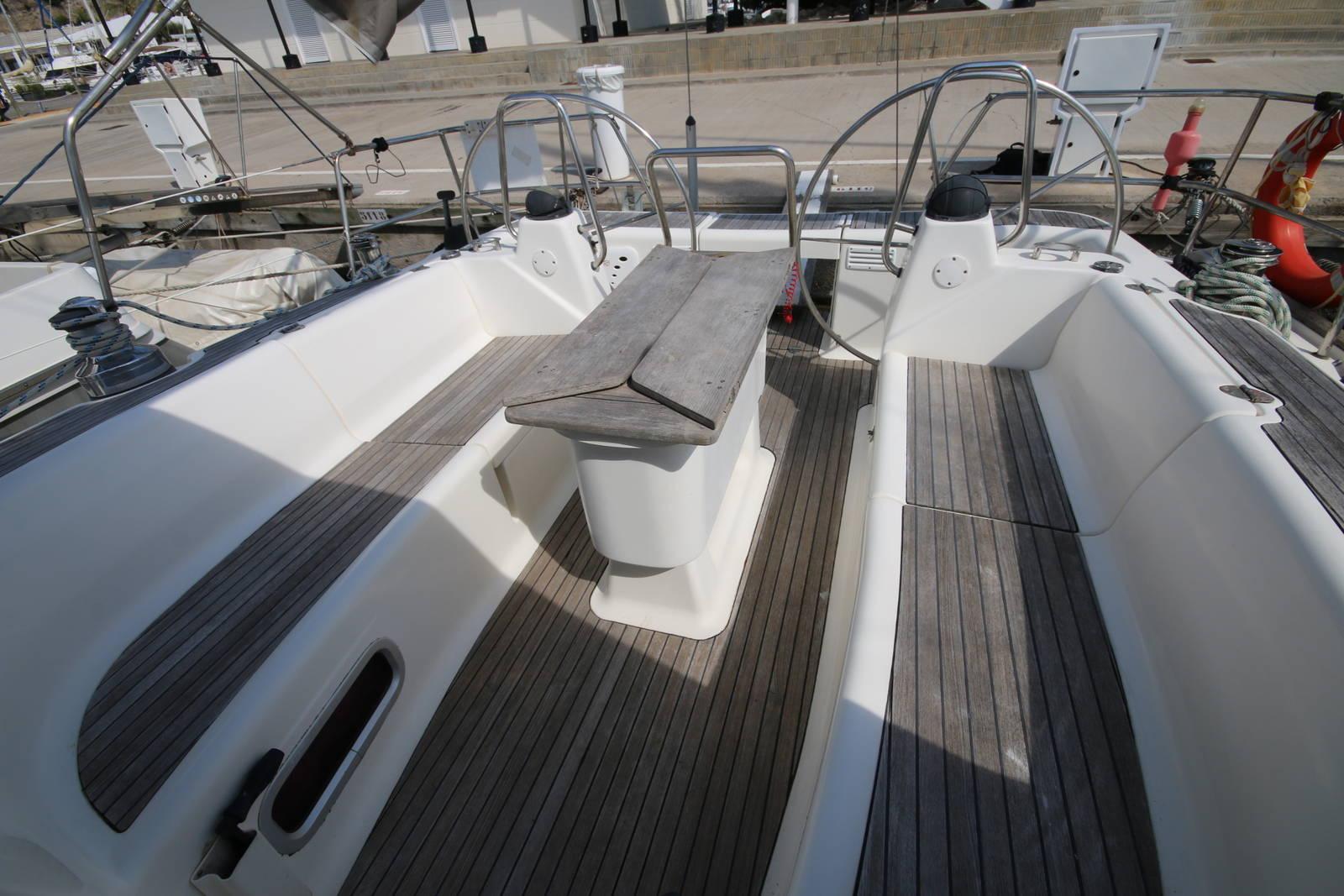Bavaria 46 Yacht cockpit 2 in the marina