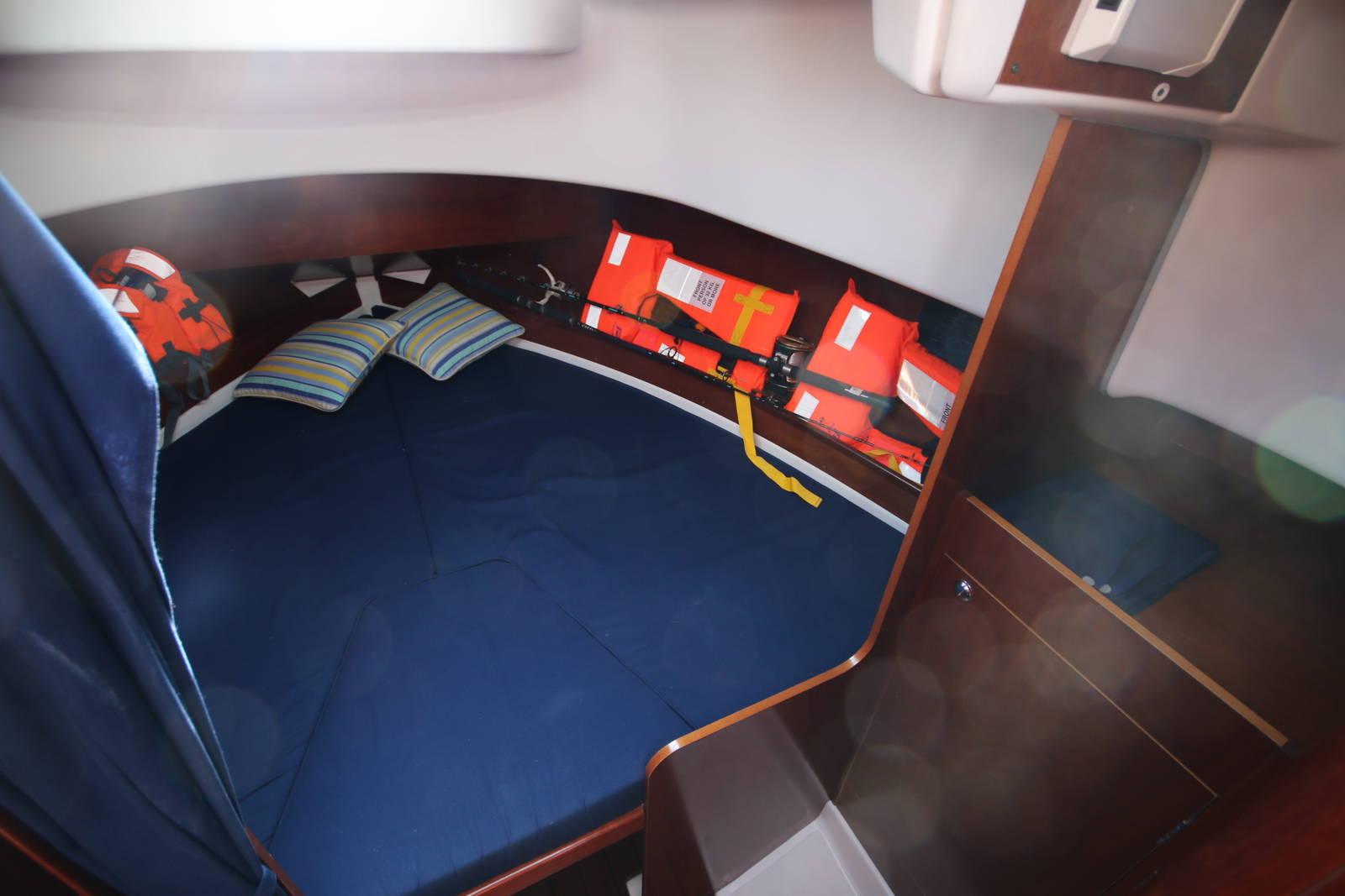 cabin beneteau antares