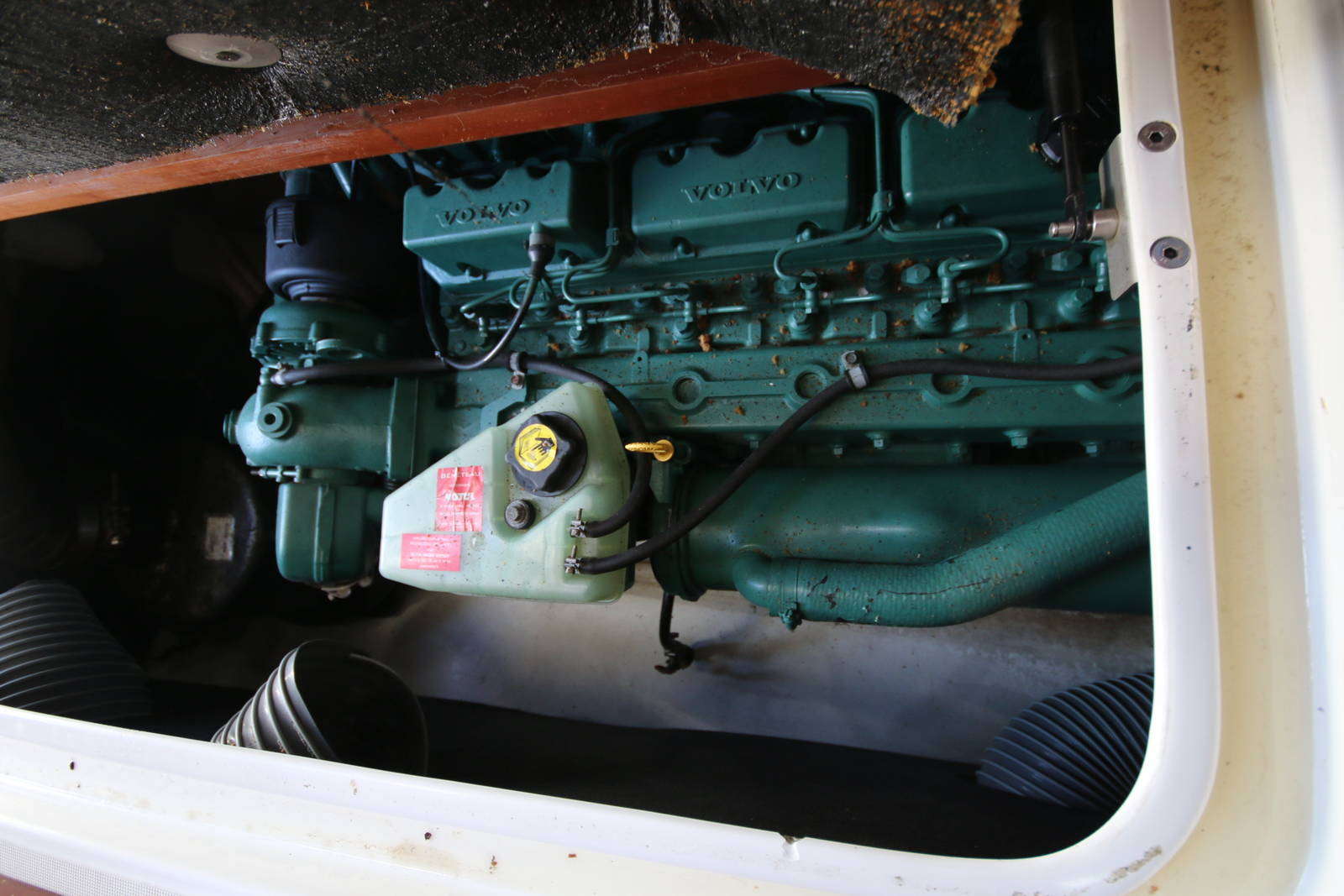 engine Beneteau Antares 760
