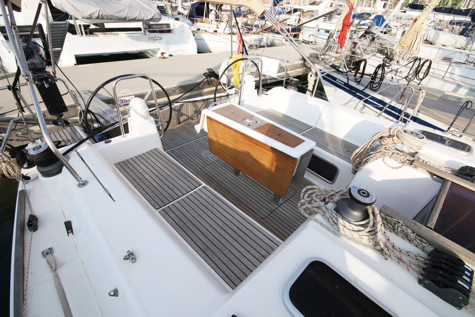Dufour 450 Grand Large Cockpit