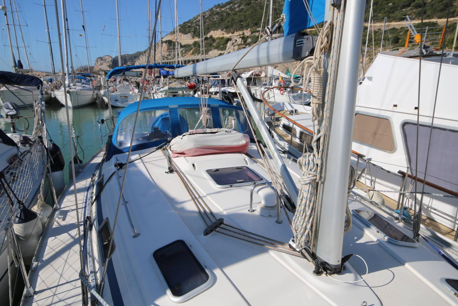 Bavaria Cruiser 40 deck