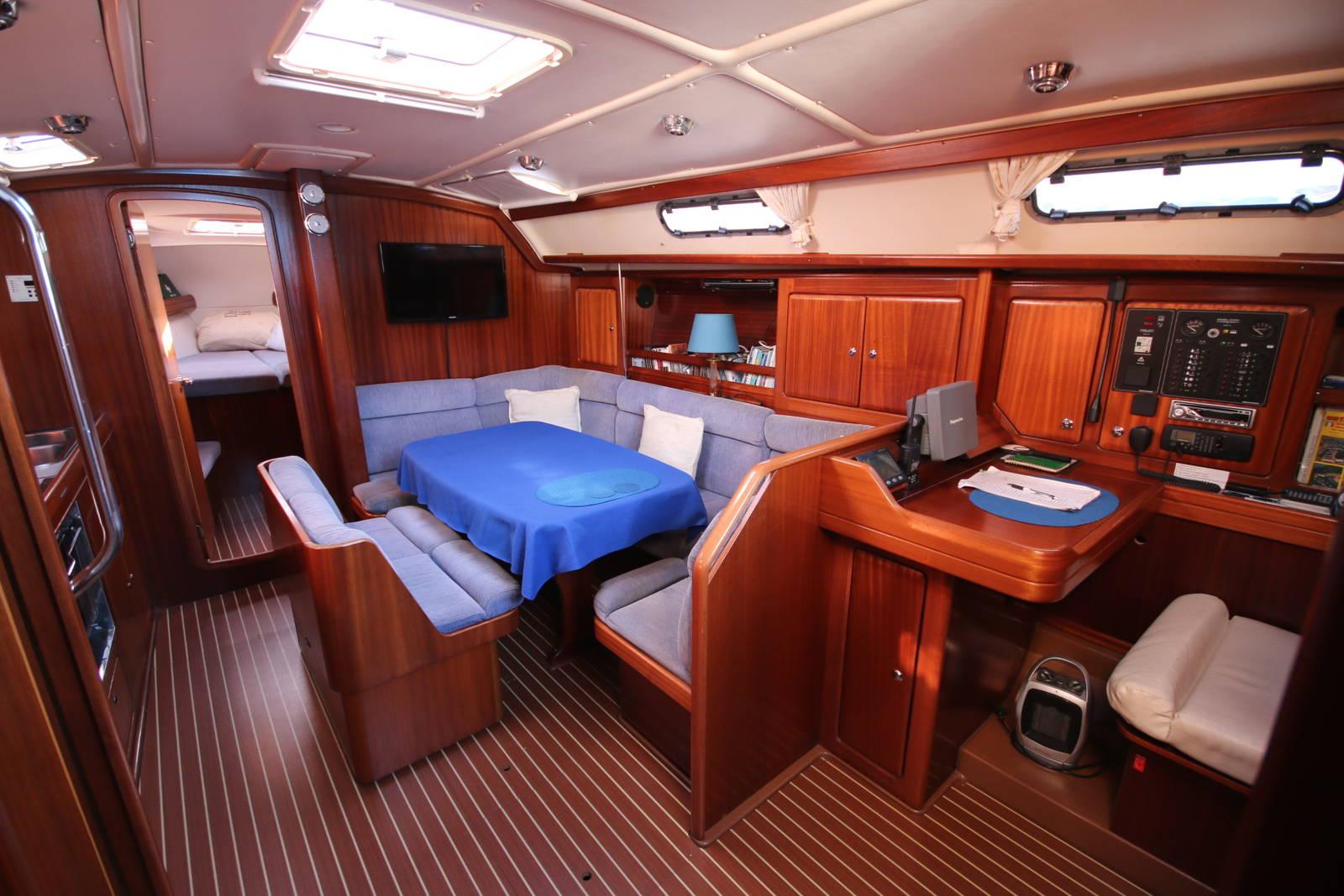 Bavaria Cruiser 40 saloon