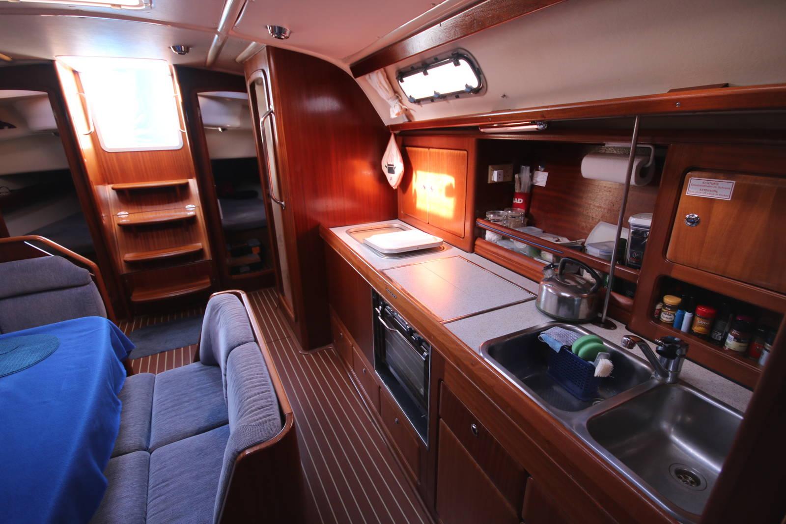 Bavaria Cruiser 40 galley