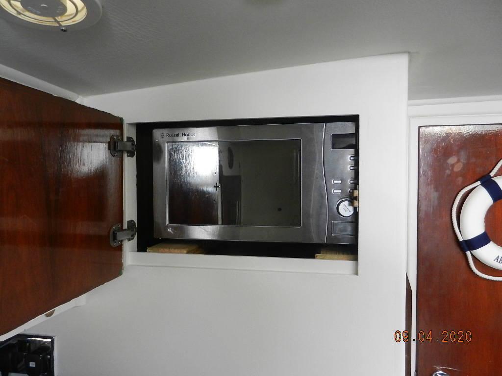 Fairline Targa 33 Microwave