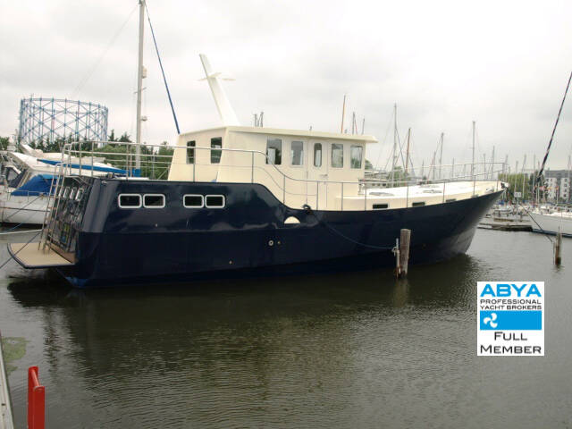 Houseboat_Steel_Trawler