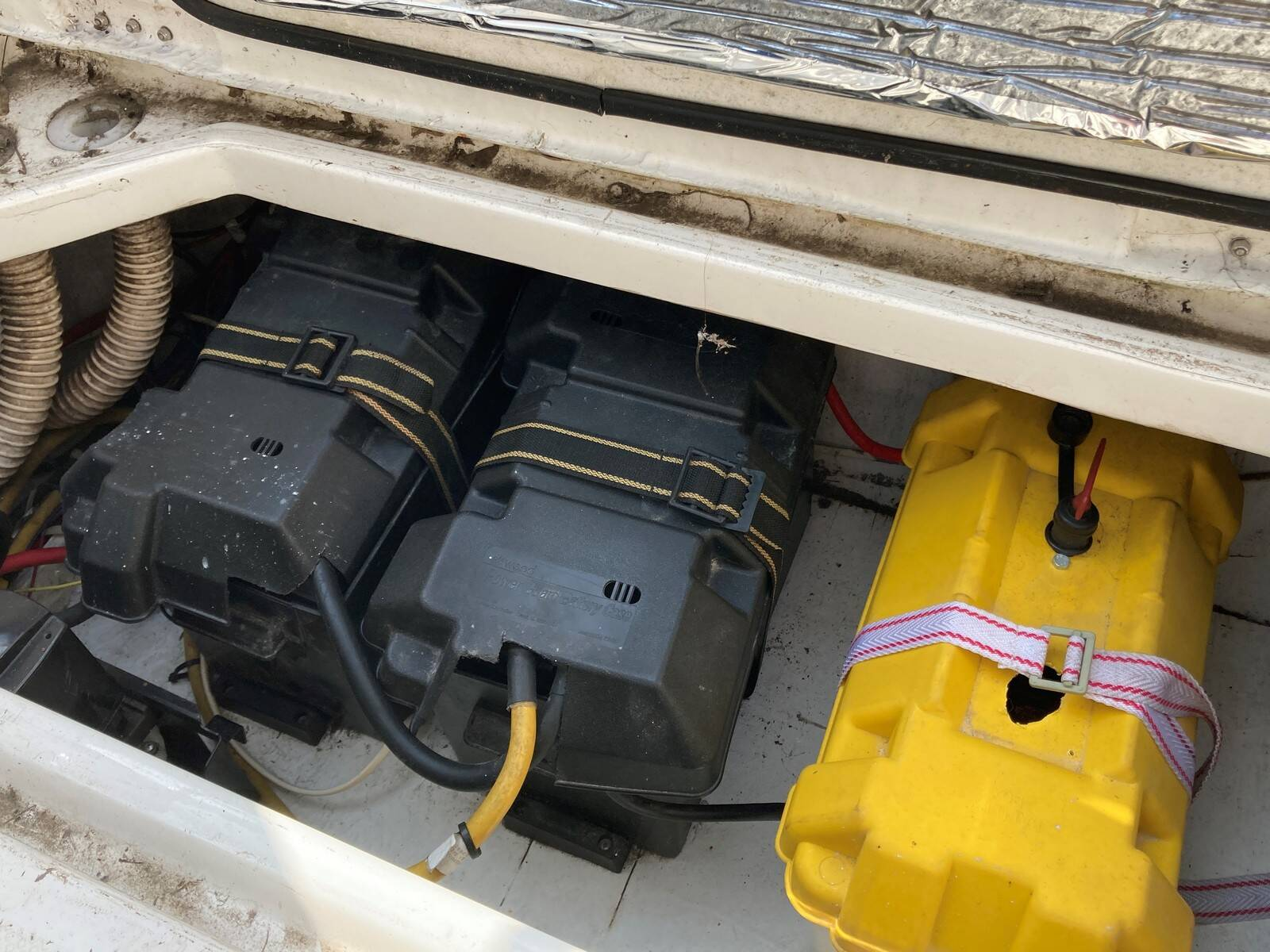 Bayliner 288 batteries