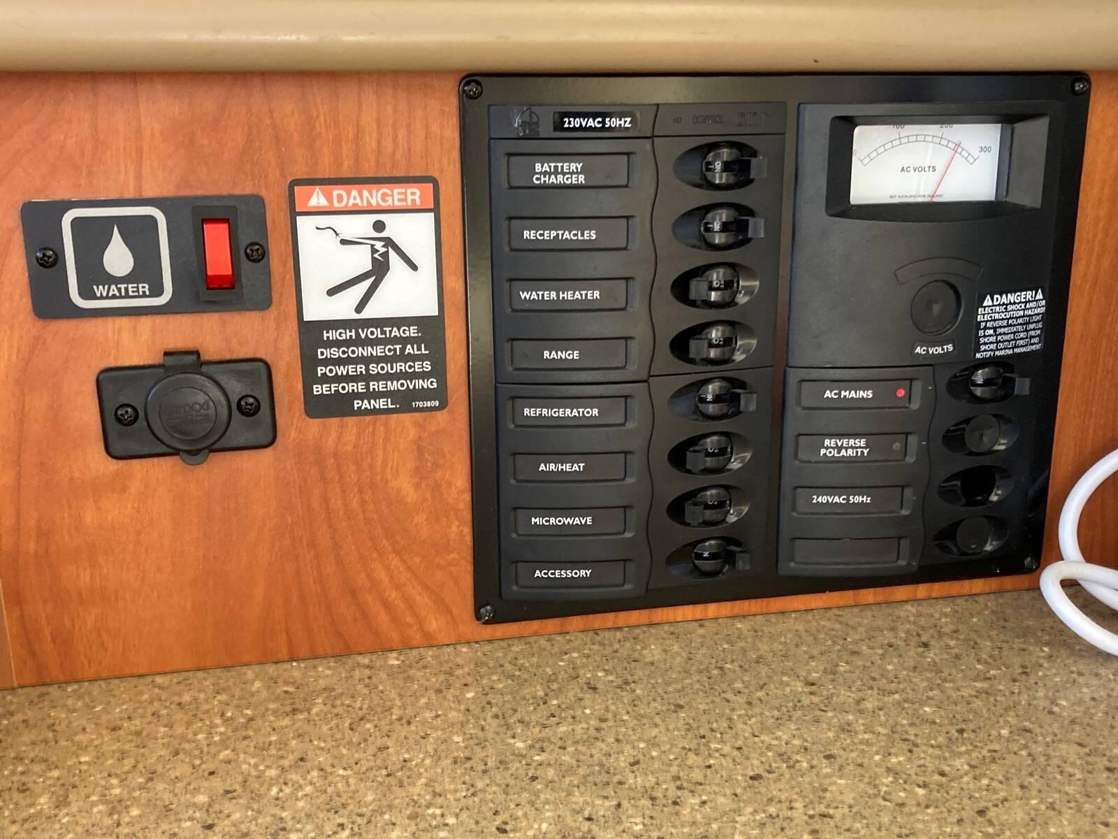 Bayliner 288 switchboard