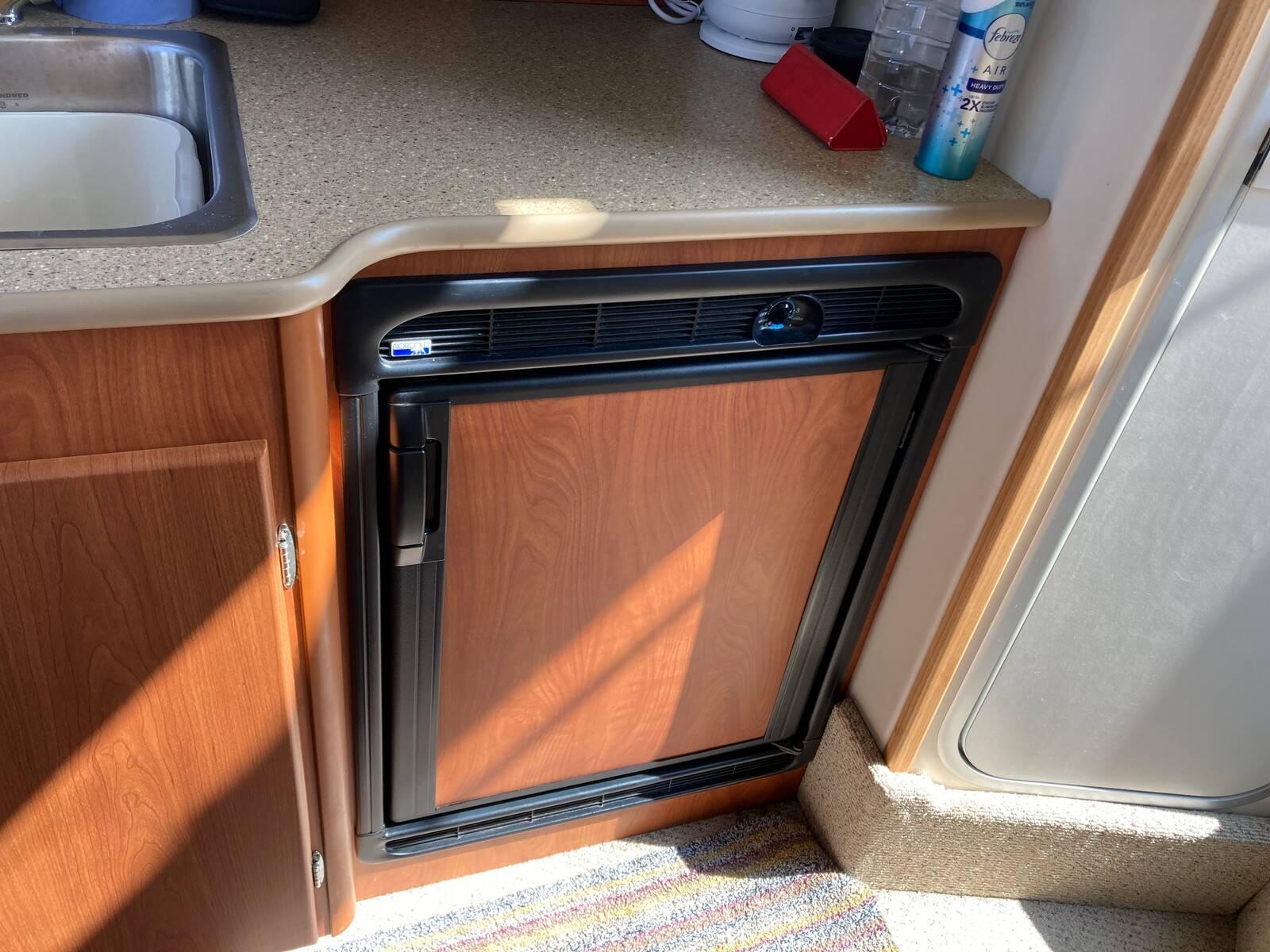Bayliner 288 fridge