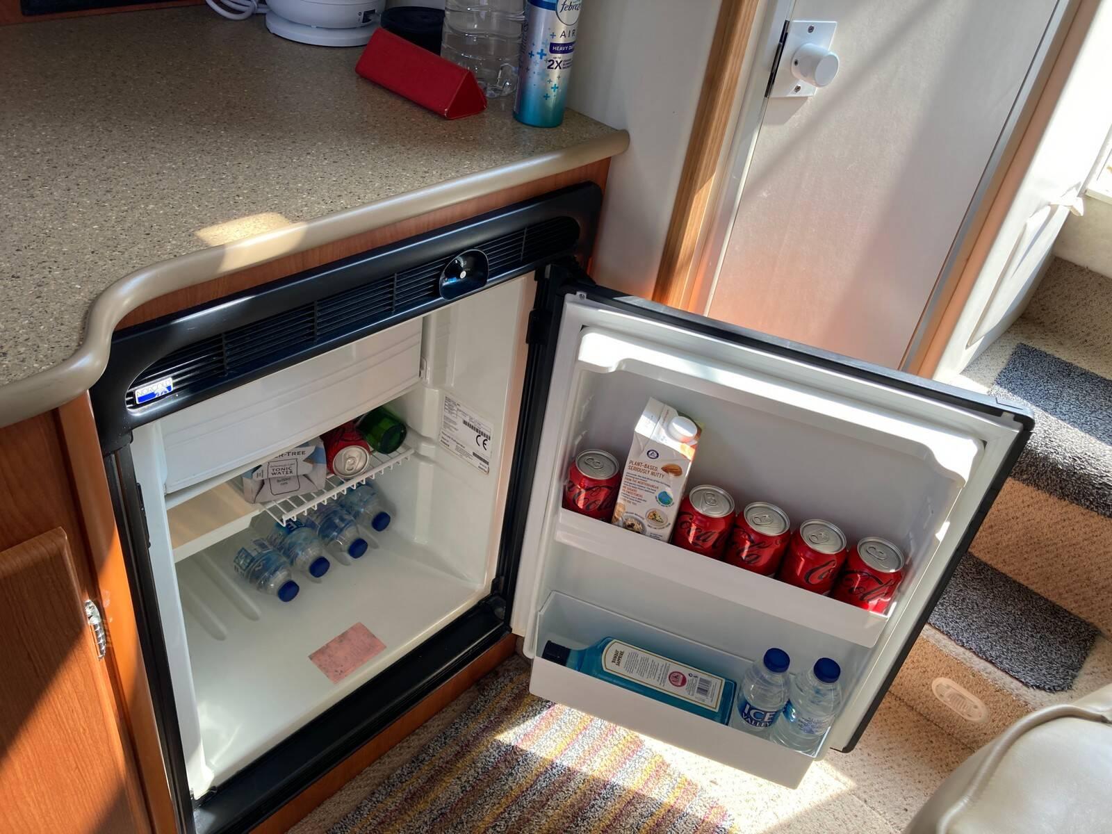 Bayliner 288 inside fridge