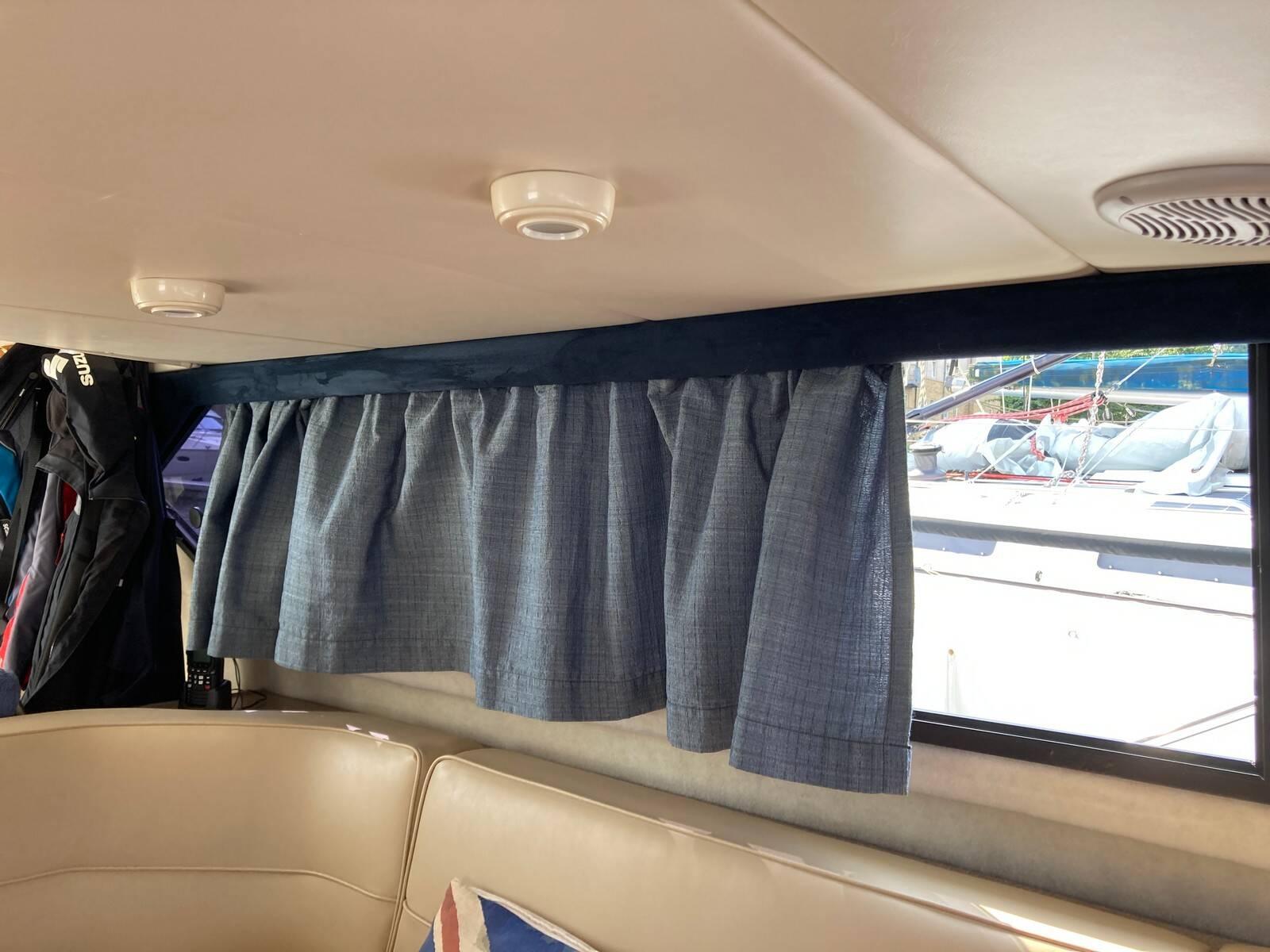 Bayliner 288 curtains
