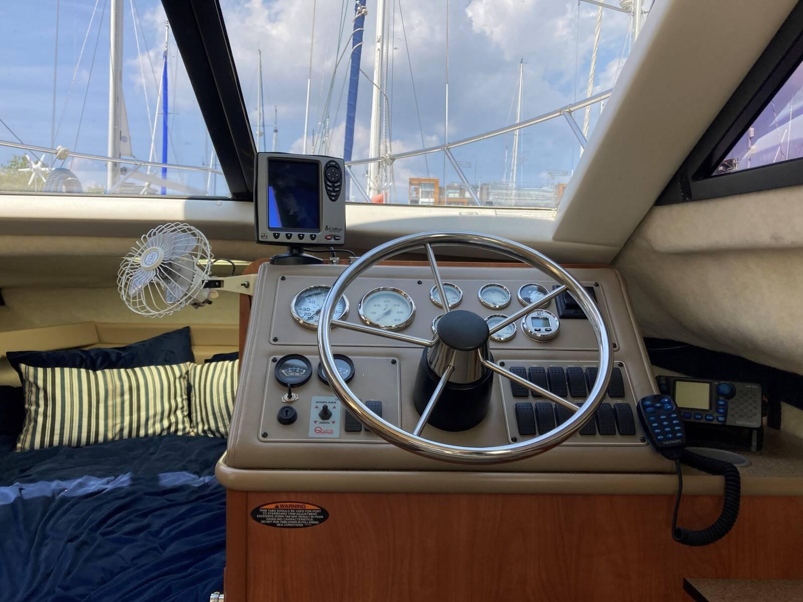 Bayliner 288 interior position