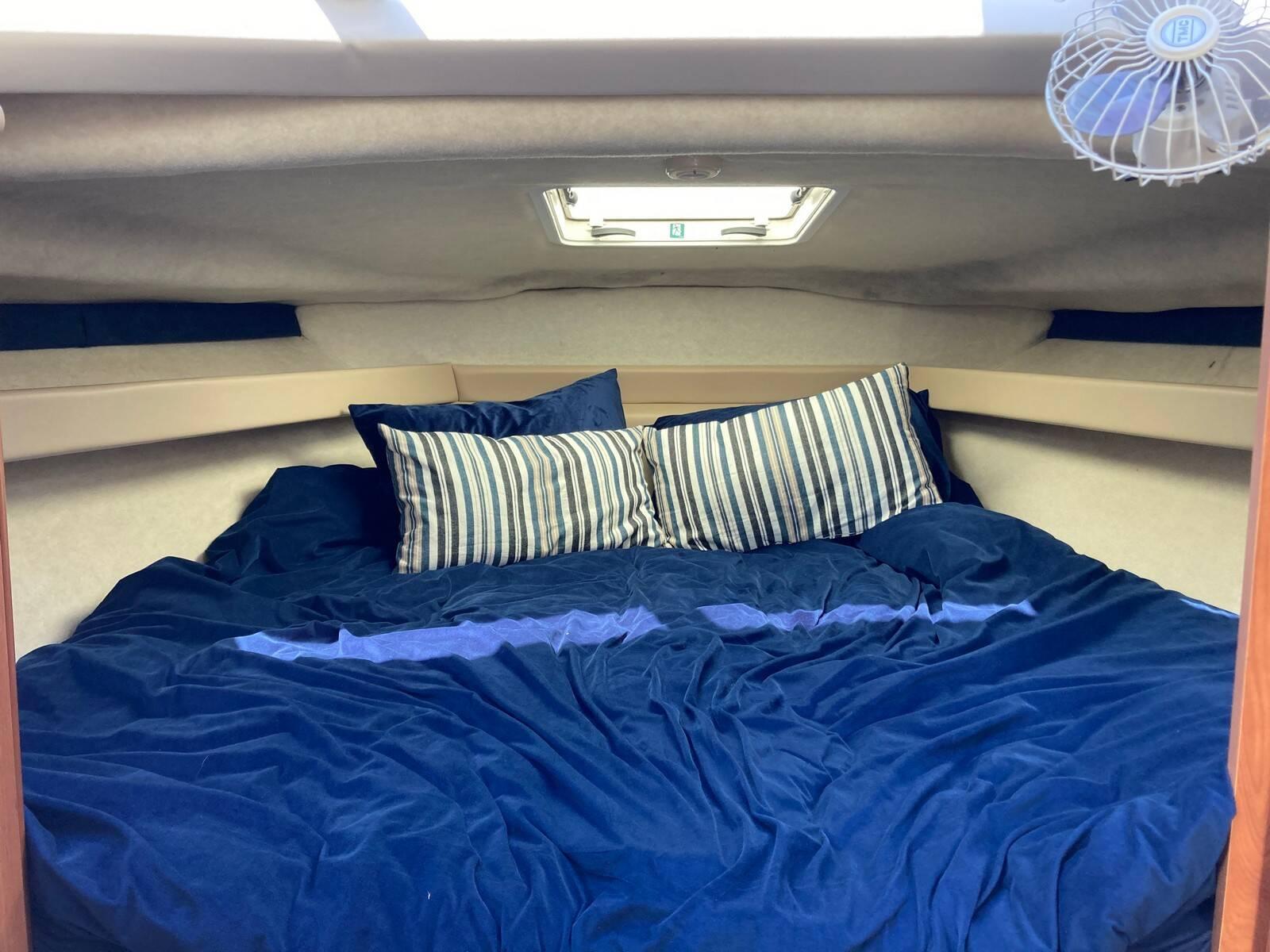Bayliner 288 fore cabin