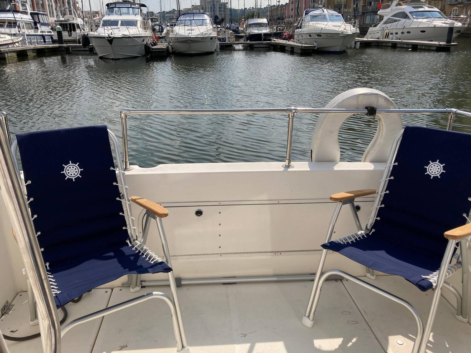 Bayliner 288 deck chairs