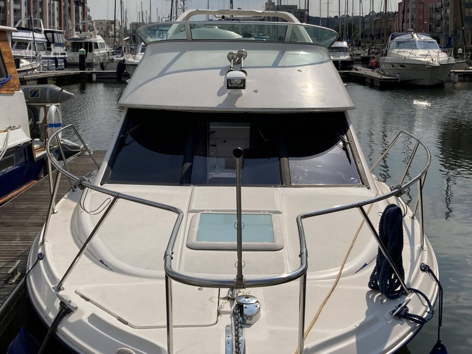 Bayliner 288 bow