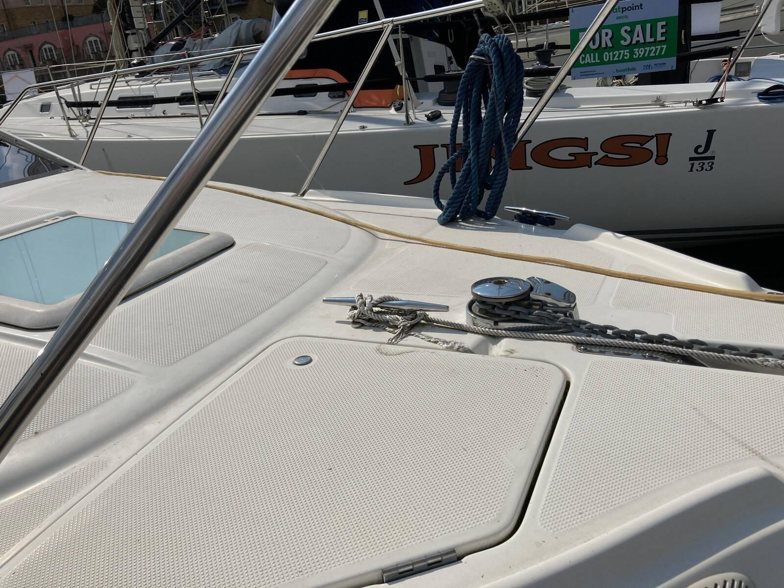 Bayliner 288 windlass