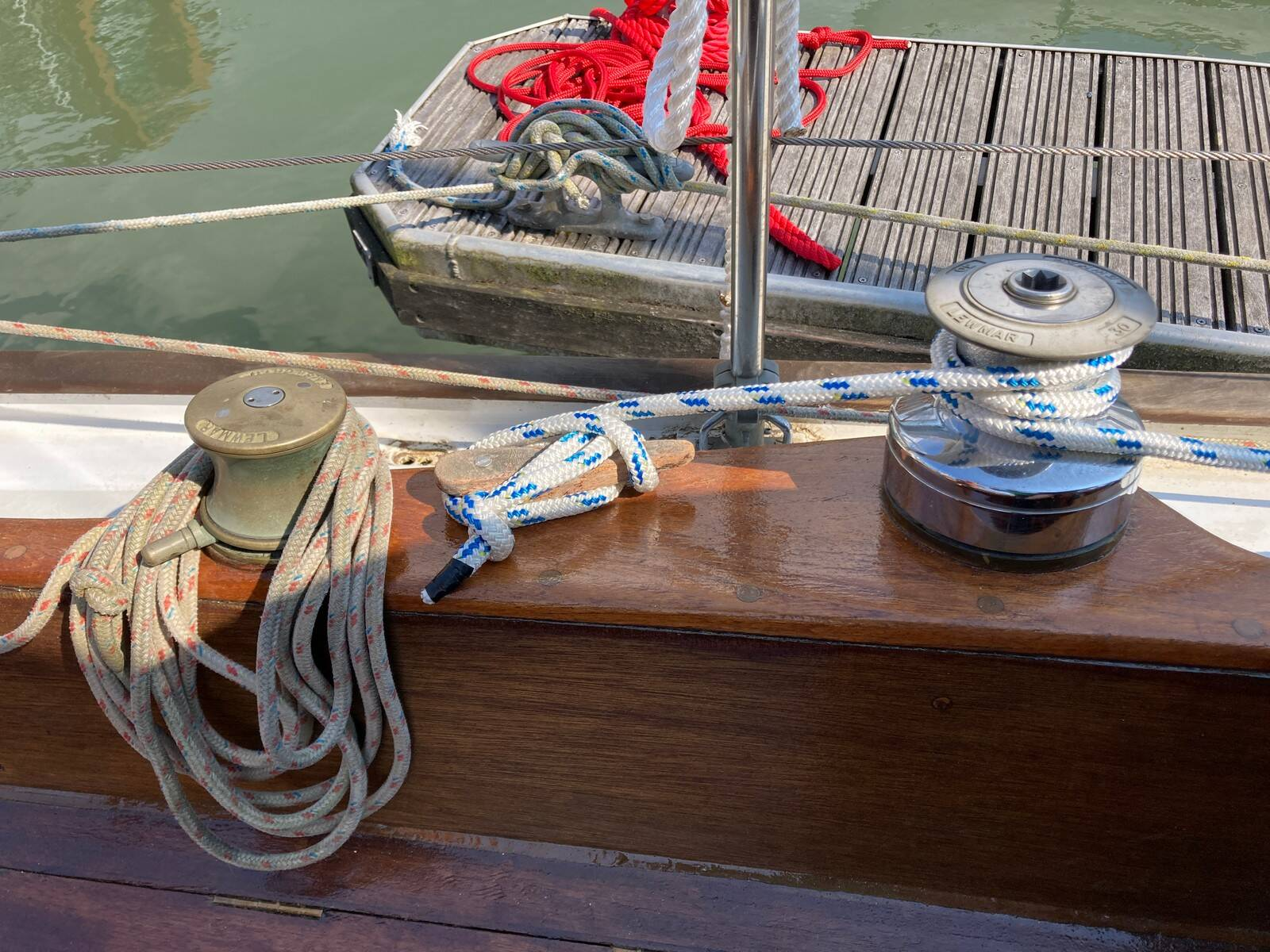 Twister 28 winches