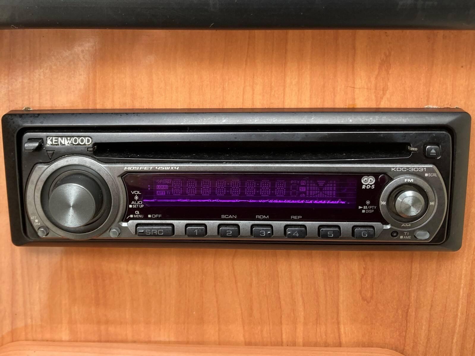 Regal 2460 Commodore Stereo
