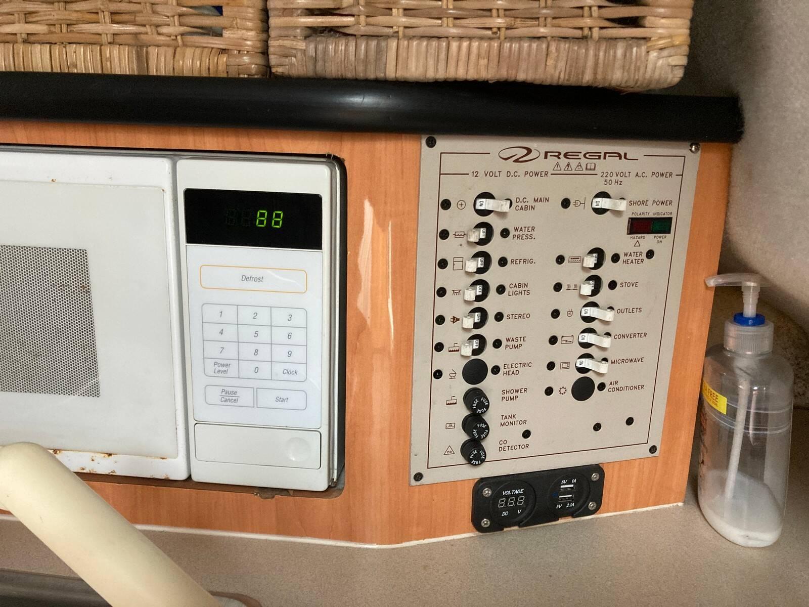 Regal 2460 Commodore 240V panel
