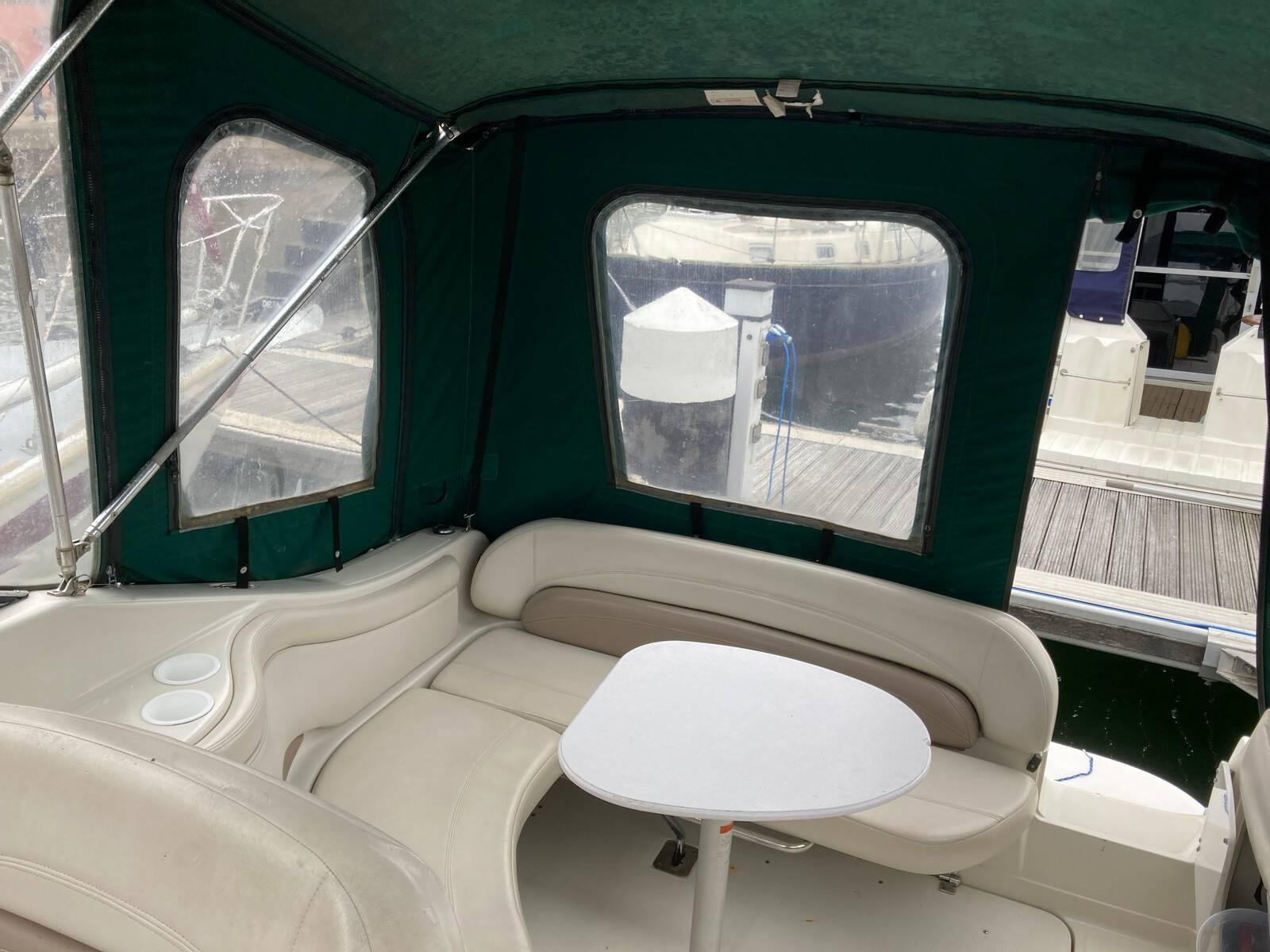 Regal 2460 Commodore Aft cockpit