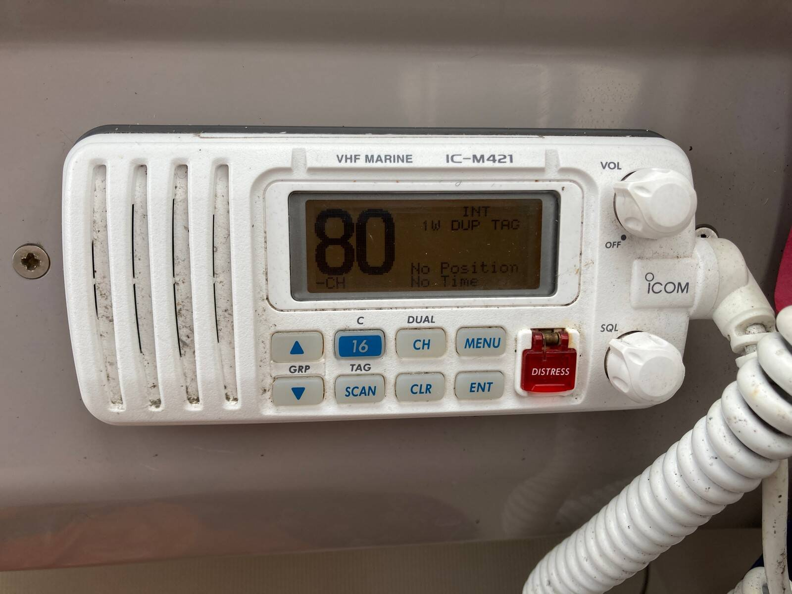 Regal 2460 Commodore VHF radio